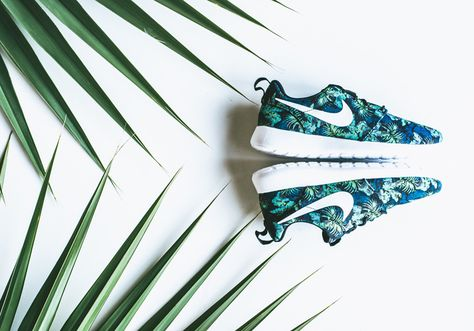 1380efd1edf5 The latest from the Nike Roshe Run Print displays a Poison Green and Space  Blue color palette that graces the Roshe Run effortlessly.
