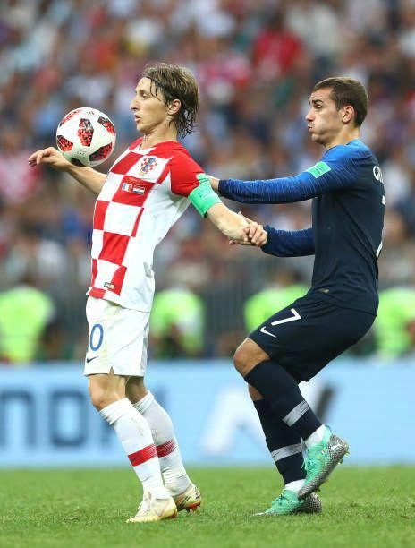 Tips And Tricks To Play A Great Game Of Football Antoine Griezmann Griezmann Modric
