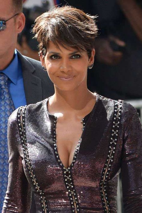halle berry arrives at late show with david letterman 1 Halle Berry Plastic Surgery