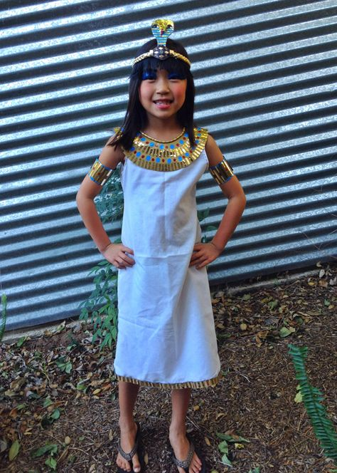 DIY cleopatra costume halloween paper bag pillow case recycled
