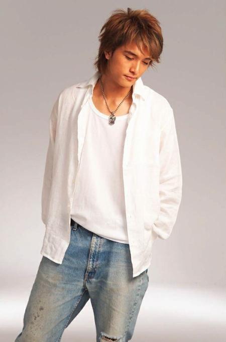 Roy Chiu / 邱澤 He's not Korean, but he sure is cute. He's Taiwanese.