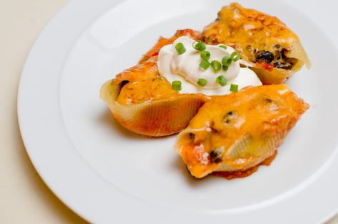 TanaLicious: Mexican Stuffed Shells | Made these for dinner last night - SO GOOD and it made a ton so I split it and froze one batch.