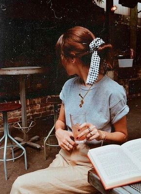 Love this look. Simple, retro, casual and adorable. Cuts high-waisted khakis, rolled-sleeve baby blue tee and a gingham bow to tie around a messy ponytail!