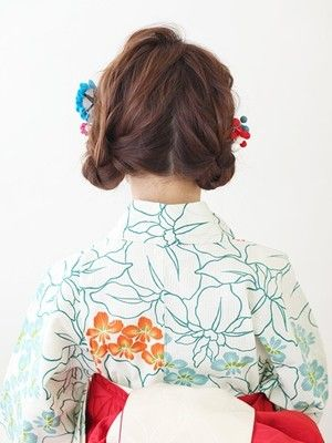 ミディアム浴衣 おだんご風のローツインテール 浴衣に合う髪型