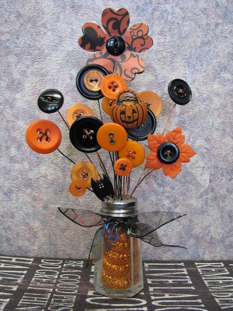 Button Bouquet Salt Shaker Button Flowers Bouquet by WhimsicalLee Moldes Halloween, Adornos Halloween, Holidays Halloween, Halloween Crafts, Halloween Decorations, Halloween Flowers, Rustic Halloween, Button Bouquet, Button Flowers