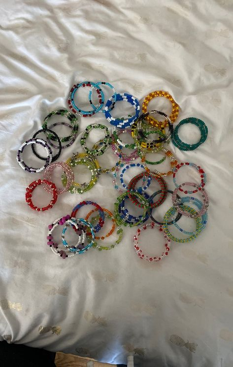 come in all colors not a tight or loose fit Hippie Jewelry, Cute Jewelry, Diy Jewelry, Beaded Jewelry, Jewelery, Jewelry Accessories, Handmade Jewelry, Jewelry Making, Beaded Bracelets