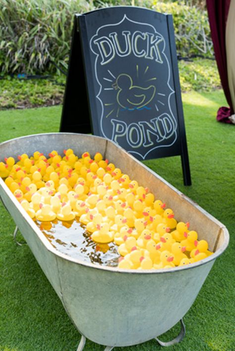 During a circus-theme event in Palm Beach, Florida, for an insurance company in May, Koncept Events filled bathtubs with rubber ducks. Two of the creatures in each 'pond' had a star on them, and the guests who found the marked items received prizes. Carnival Themed Party, Carnival Birthday Parties, Carnival Themes, Circus Birthday, Circus Party Games, Circus Game, Carnival Diy, Carnival Booths, Circus Decorations