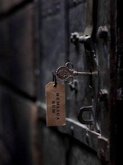 Suburban Lock And Key >> Late Night Randomness 27 Photos Suburban Men Old Keys