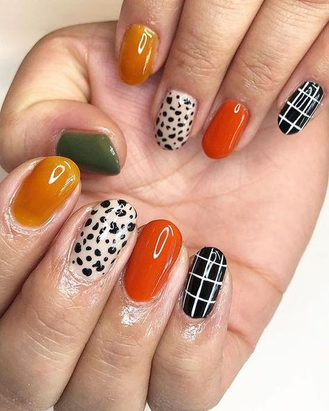 Polka Dot Nail Designs Simple style and beautiful style are included In you must try a dot nail! Dot Nail Art, Polka Dot Nails, Funky Nail Art, Colorful Nail, Minimalist Nails, Hair And Nails, My Nails, Oval Nails, Shellac Nails
