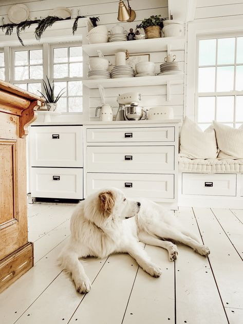farmhouse design! that who you, This is best idea for your next farmhouse redecoration! Decorating can be stressful when you are not a home designer, but who say you can't do what a home design person can do! This idea should help you get started