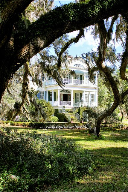 The William Seabrook House is a plantation located on Edisto Island, SC, the house was built in and is Federal style in architecture. Southern Mansions, Southern Plantations, Southern Homes, Southern Charm, Southern Living Rooms, Southern Belle, Interior Exterior, Exterior Design, Seabrook House