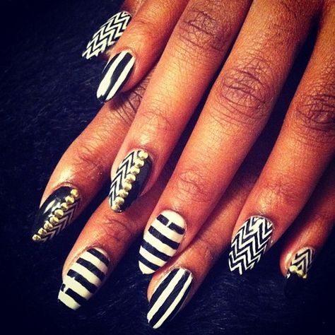 Black And White Nail Designs Ideas - http://naildesignguide.com/black-and-white-nail-designs-ideas/?Pinterest