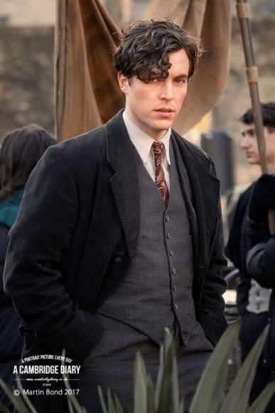 Pin By Wendy Lavine On Victoria Tom Hughes Young Tom Riddle Harry Potter Actors