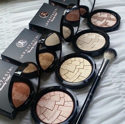 Really want to buy a couple of these when I go to America but I'm already going to be spending too much money on makeup