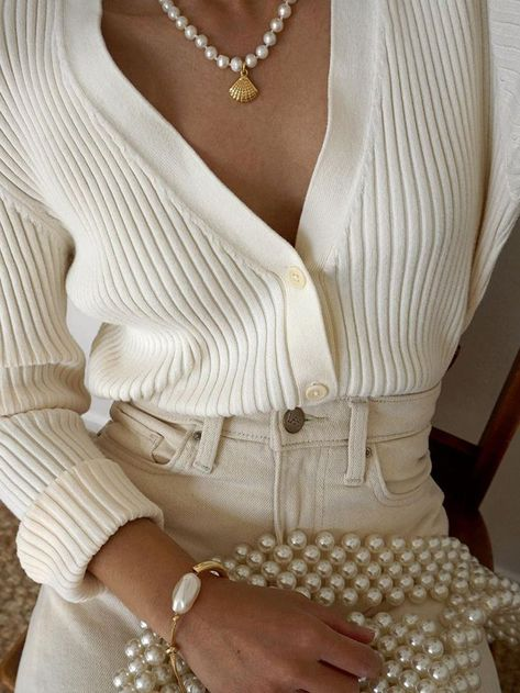 Chic neutral outfit idea