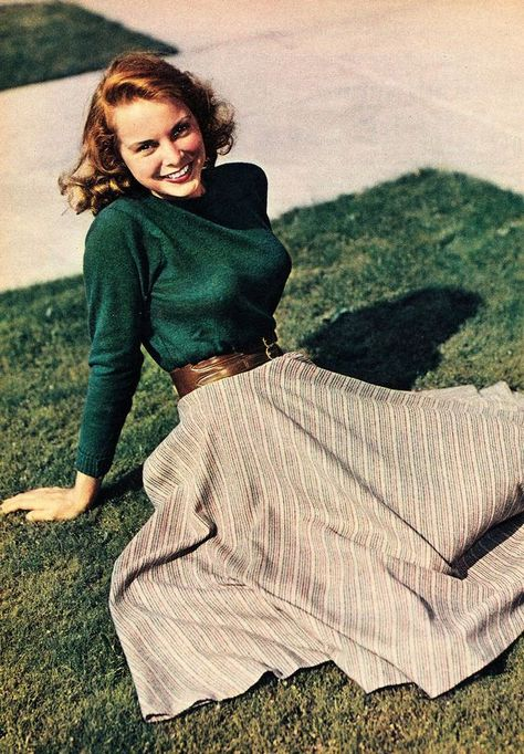 Janet Leigh Photoplay, February 1949 Janet Leigh Photoplay, February 1949 Source by outfits Modest Fashion, Fashion Outfits, Fashion Tips, Fashion Images, Fashion Quotes, Hijab Fashion, Fall Outfits, Fashion Ideas, 40s Mode