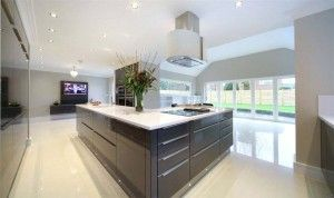 Contemporary_High_Gloss_Kitchen_by_Design_Matters