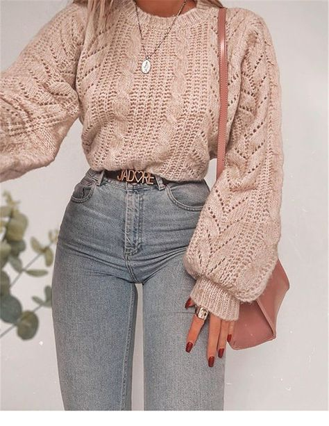 Trendy And Comfortable Winter Sweater Outfit Ideas You Should Copy Right Now; Winter Outifts; Winter Sweater; Winter Sweater Outfits; Winter Outfit Ideas; Comfortable Winter Outfits; Winter Dreesy; Autumn Outfits; Sweater;