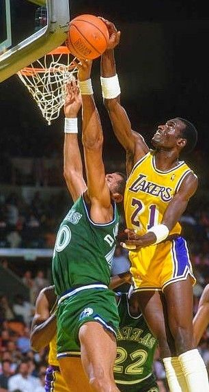 Pin By Bigrobc On 80 S Showtime 2000 S Lake Show In 2020 Basketball Highlights Dallas Mavericks Nba Players