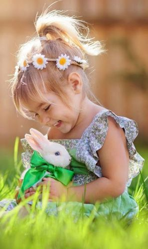 Easter Pet Photography Ideas In 2020 Beautiful Children Children Photography Child Photography Girl