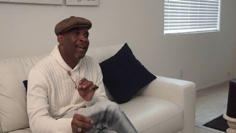 """🎥#AuthorsLife feat Legendary The Story of How John Singleton & #SnowfallFX sparked """"WEST LOS SCANDELOUS"""" 🔥The Hottest WebSeries Moving! 📚🎬Legendary tells the story in a very Cutty Mackish style Enjoy the Piece 🔥 ONE FINGER CUTTY SALUTE☝#JohnSingleton #SnowFallFX #BooksbooksBooks #BookstoFilm"""