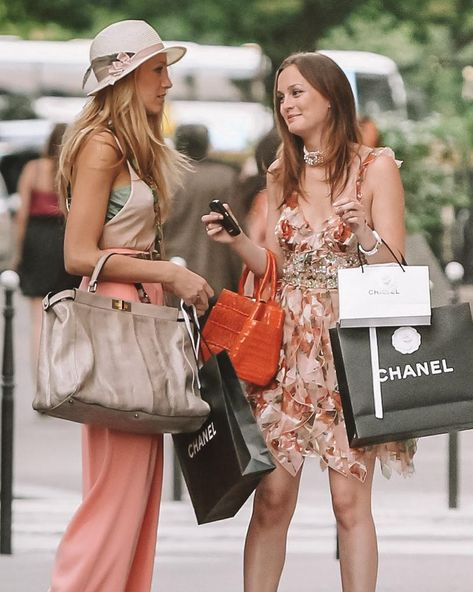 Blake Lively And Leighton Meester Film The Final Episode of Gossip Girl EVER! Here Are Grazia's Fave Fashion Moments. Gossip Girl Blair, Gossip Girls, Moda Gossip Girl, Estilo Gossip Girl, Gossip Girl Outfits, Gossip Girl Fashion, Blair Fashion, Gossip Girl Style, Chanel Fashion