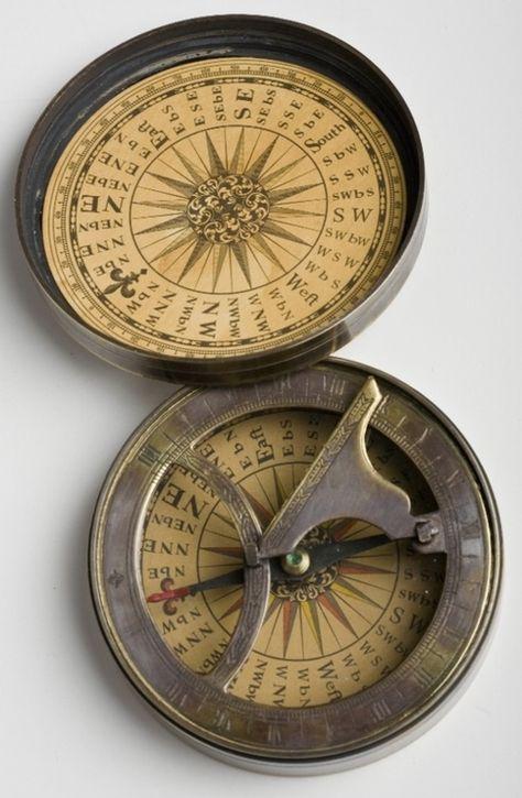 Вертикальные солнечные часы в большой обсерватории московского планетария.