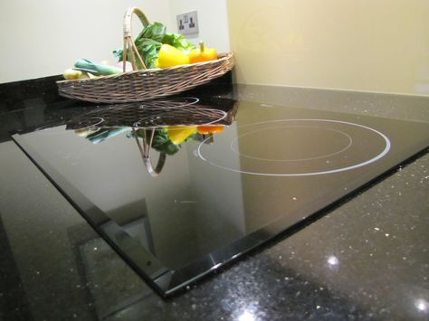 CRP Carpentry - Whirlpool Induction hob, fitted in black granite - k che arbeitsplatte glas