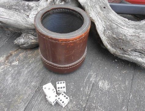 Cubilete Cup Faux Leather w// Dice Set Storage Compartment Game Chaises Play Home