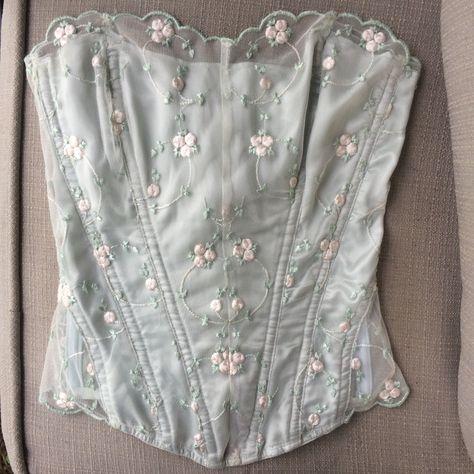 Vintage Victoria's secret corset Sequence flowers. Retro Lingerie, Cute Lingerie, Lingerie Outfits, Vintage Corset, Vintage Underwear, Pretty Outfits, Cute Outfits, Simple Outfits, Corset Outfit