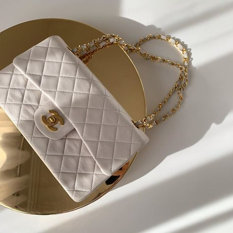 Image about fashion in Chanel by farida on We Heart It Luxury Purses, Luxury Bags, Luxury Handbags, Purses And Handbags, Replica Handbags, Catty Noir, Dior, Accesorios Casual, Louis Vuitton