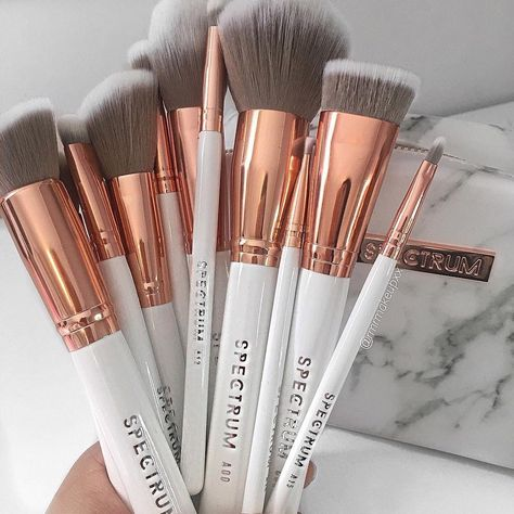 BESTOPE 20 PCs Makeup Brushes Premium Synthetic Contour Concealers Foundation Powder Eye Shadows Makeup Brushes with Champagne Gold Conical Handle Make Up Kits, Makeup Supplies, Makeup Tools, Makeup Ideas, Brushes For Makeup, Makeup Brush Set, Eyeshadow Makeup, Maquillaje Kylie Jenner, Make Up Brush