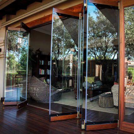 Source Gaoming New Design Clear Tempered Glass Door Frameless Folding Glass Door Folding Slidi In 2020 Glass Door Frameless Sliding Doors Exterior Sliding Glass Doors