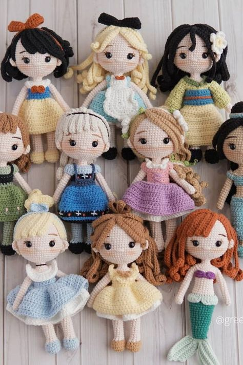 These Disney Princess crocheted dolls from Etsy are so cute — patterns are available for purchase separately, or in four- or bundles! Crochet Dolls Free Patterns, Amigurumi Patterns, Amigurumi Doll, Crochet Fairy, Cute Crochet, Crochet Beanie, Crochet Doll Tutorial, Crochet Princess, Disney Princess Dolls