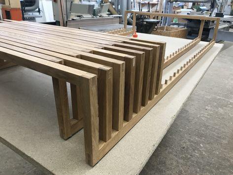 Das Ausziehbett Yin Yang Beim Zusammenbau In Der Werkstatt Bett
