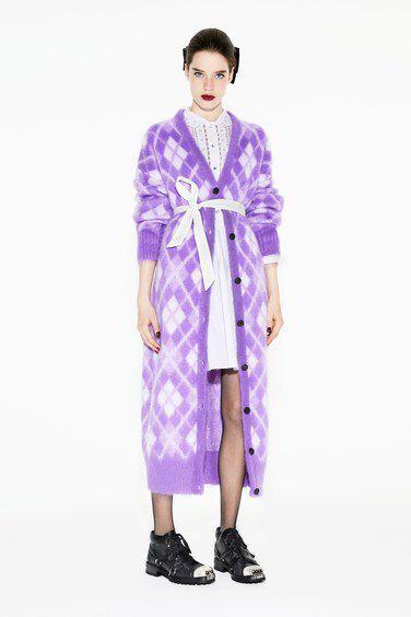 Miu Miu Pre-Fall 2018 Fashion Show Collection: See the complete Miu Miu Pre-Fall 2018 collection. Look 26