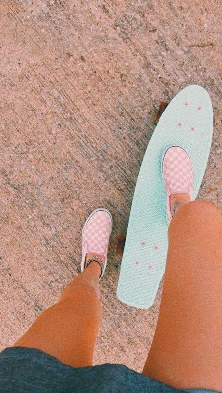 [💫]qotd: what is on of your favorite top 3 shoe brands? [🍭]a: vans ✰ by s c o✰ Penny Skateboard, Skateboard Design, Skateboard Girl, Summer Aesthetic, Aesthetic Photo, Pink Aesthetic, Aesthetic Pictures, Penny Boards, Penny Board Girl