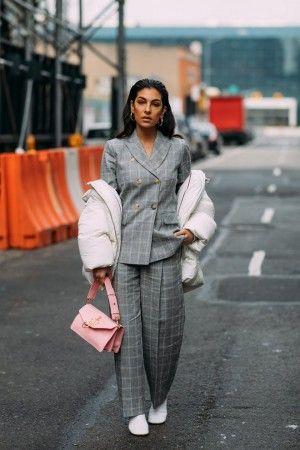 Street style на неделе моды в Нью-Йорке осень-зима 2018-2019   Мода ... 5e75364bd40