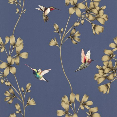 De nieuwe Amazilia collectie van Harlequin kenmerkt zich door exotische tinten en de tropische motieven. Behang Amazilia is een prachtige combinatie van kolibries en geïllustreerde bloemen. Verkrijgbaar in 6 verschillende kleuren.