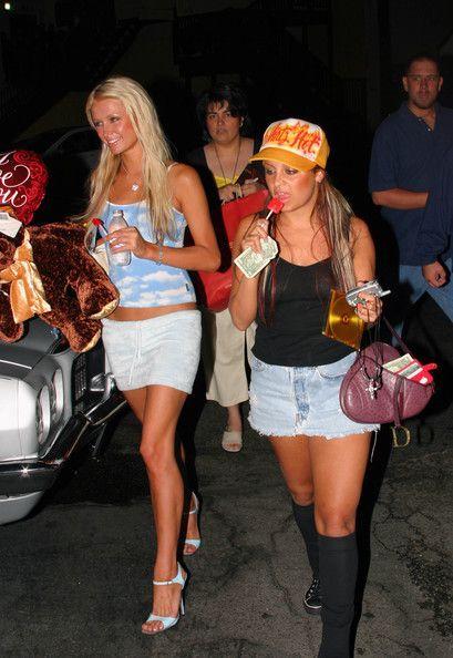 Paris Hilton Nicole Richie Photos - The healthy Hollywood celeb's drink of choice: water.