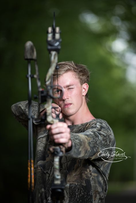 senior guy, hunting theme, bow hunter, senior pictures, senior portraits, Huntsville, AL, senior photographer, Cindy Shaver Photography