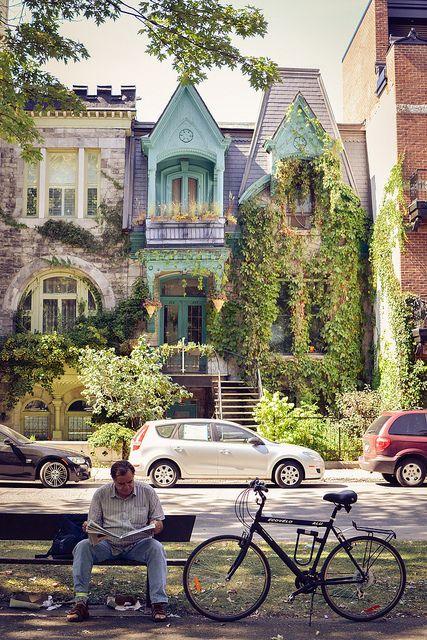 Voici ce qu'on aime! Lire sous les arbres à Montréal... Version Voyages… …