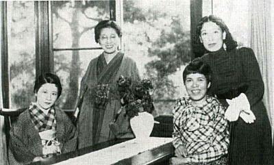 宇野千代、吉屋信子、窪川(佐多)稲子、林芙美子。 | 林、文化、戦前