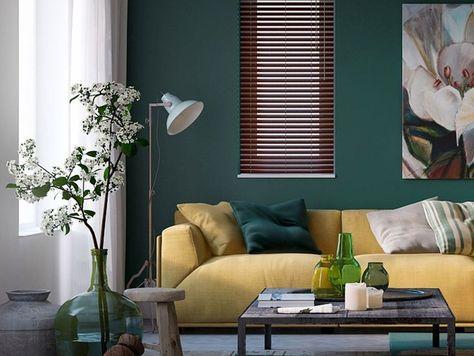Groene Muur Woonkamer : Woonstijl: interieur impressie woonkamer met okergele bank en groene