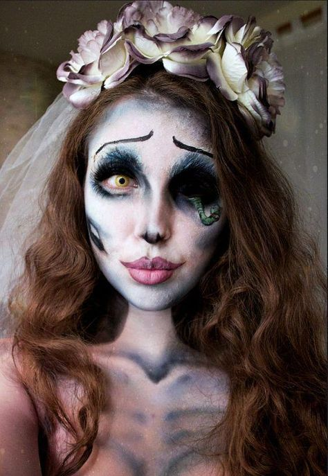 Make Emily Corpse Bride costume yourself maskerix.de - Make Emily Corpse Bride costume yourself Costume idea for carnival, Halloween & carnival - Corpse Bride Makeup, Emily Corpse Bride, Corpse Bride Costume, Zombie Bride Makeup, Corpse Bride Dress, Fröhliches Halloween, Halloween Karneval, Halloween Makeup Looks, Tim Burton Halloween Costumes