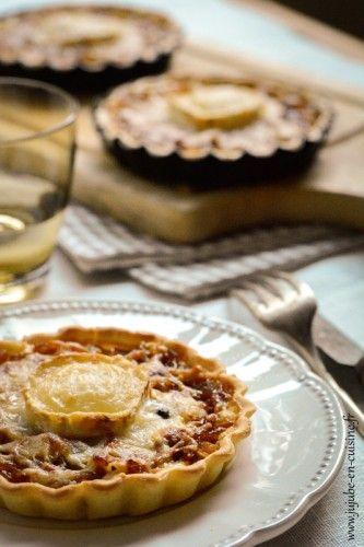 Tarte aux oignons, fromage de chèvre et miel