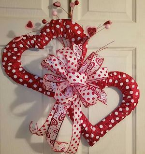Valentine's Day is adorned with numerous craft specialties. Handmade crafts infuse Valentine's Day with a special color. Numerous easy-to-make craft … Diy Valentines Day Wreath, Fun Valentines Day Ideas, Valentines Day Decorations, Valentine Day Crafts, Valentines Sweets, Printable Valentine, Homemade Valentines, Valentine Box, Valentine's Day Quotes