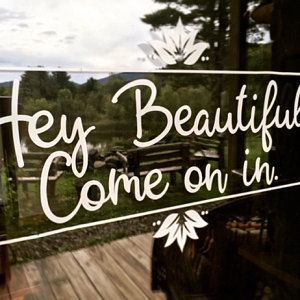 beauty Salon signs - Hello Beautiful, Walk-Ins Welcome Sign, Beauty Salon sign, Clothing Boutique Salon Window Display, Boutique Window Displays, Sign Display, Clothing Boutique Interior, Boutique Decor, A Boutique, Boutique Store Front, Beauty Boutique, Mobile Boutique