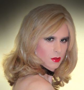 One of many beautiful #transvestites, this is Ashley http://www.dress-me-up.co.uk