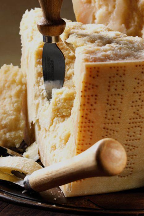 Giovanni Ferrari Das Ist Feinster Italienischer Hartkäse Aus Italien Entdecken Sie Jetzt Diese Und Weitere Käse Spezialität Italienischer Käse Italien Genuss